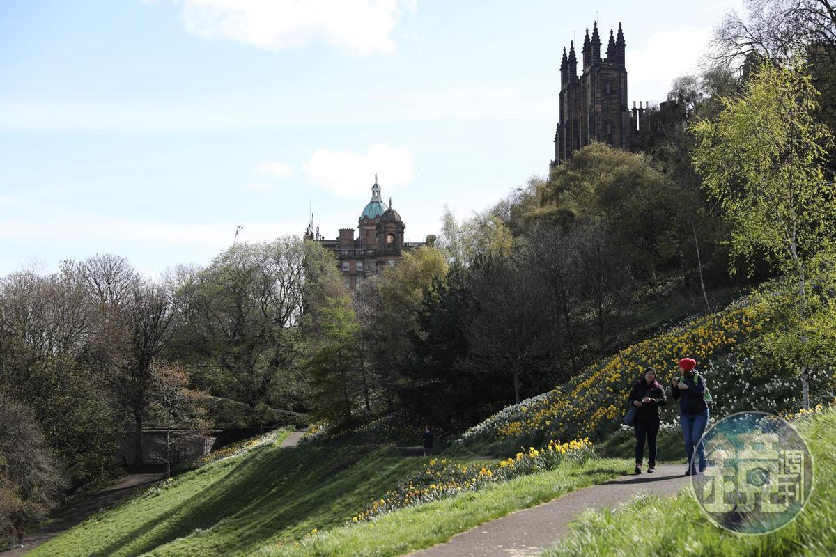充滿綠意的王子街花園,是愛丁堡新、舊城的分界線,也是居民休憩場所。