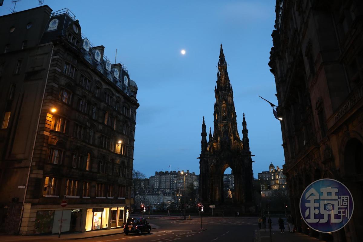 在愛丁堡新城區的許多角落都可看見斯科特紀念碑的身影。