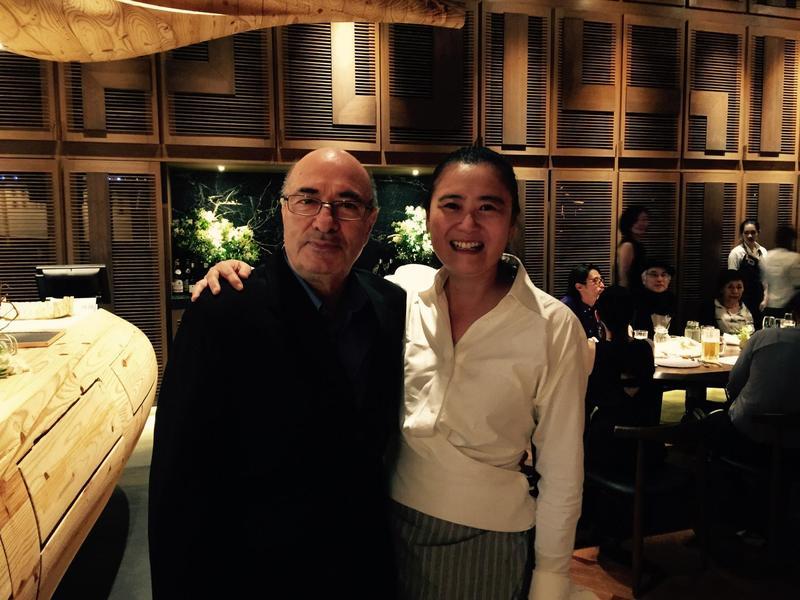 黃文英(右)獲邀成為美國影藝學院會員,左為《沈默》的美術總監丹特法拉提。(黃文英提供)