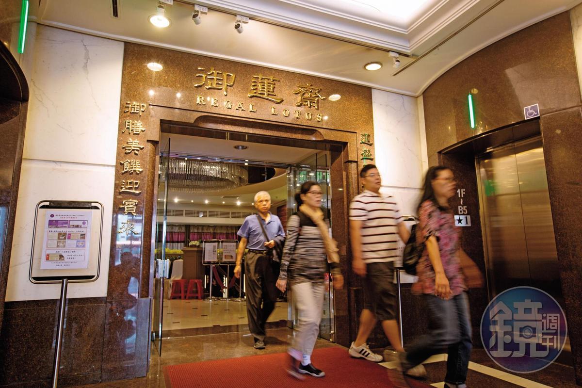 台北相當知名的御蓮齋素食餐廳前身就是蓮香齋,因郭芳良盜賣餐券,引起接手的經營者不滿提告詐欺。