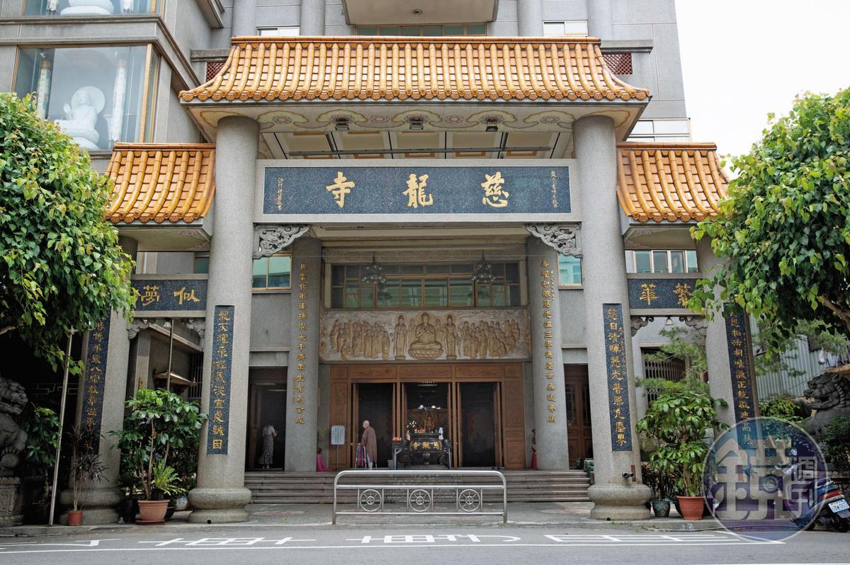據傳豐原知名的慈龍寺疑與郭芳良有2,800萬元債務,慈龍寺一狀告上法院,目前還在訴訟中。