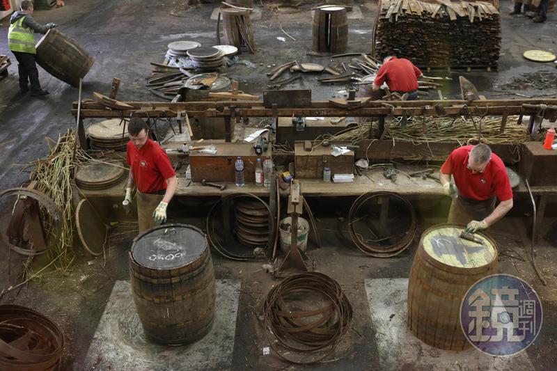 到斯貝賽一定要去參觀英國最大製桶廠「Speyside Cooperage」,見識橡木桶是怎麼做出來的。