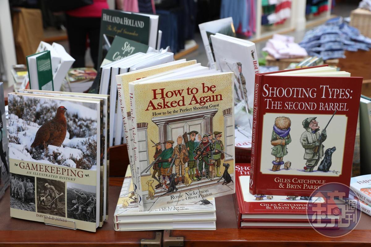 展售的書籍都跟戶外活動有關。