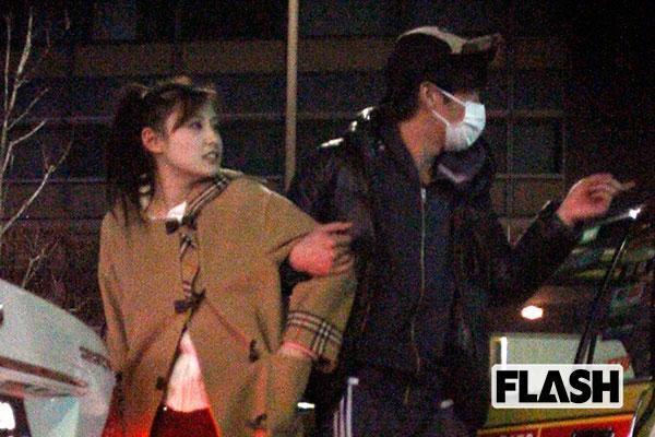 因《大叔的愛》爆紅的田中圭,除了過往腥聞被提起、且在網路上被熱烈討論。(翻攝《FLASH》)