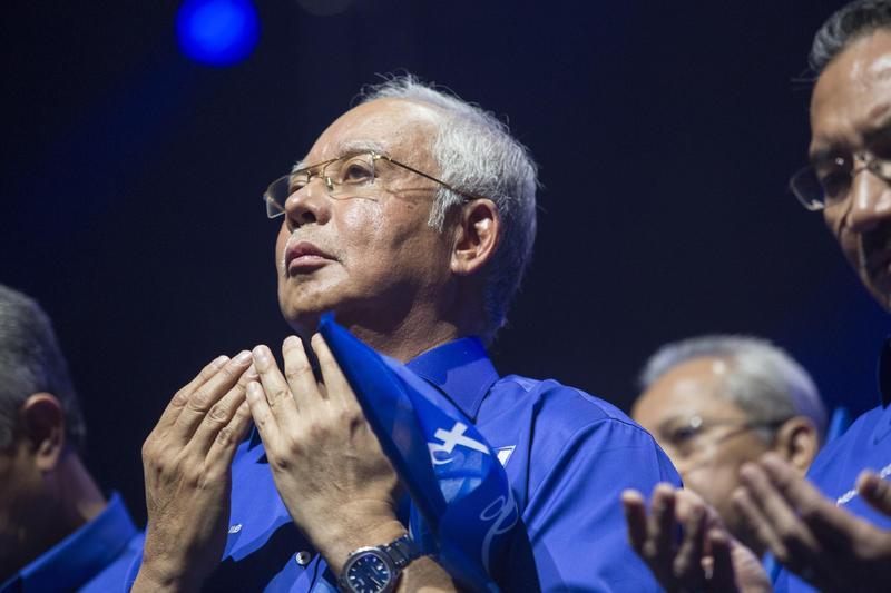 馬來西亞前首相納吉,今年5月住家遭馬國警方搜索,竟被搜出高達1.3萬件的黃金、名表、名牌包等奢侈品,加上馬幣的27種各國貨幣,總價值高達新台幣83億元。(東方IC)