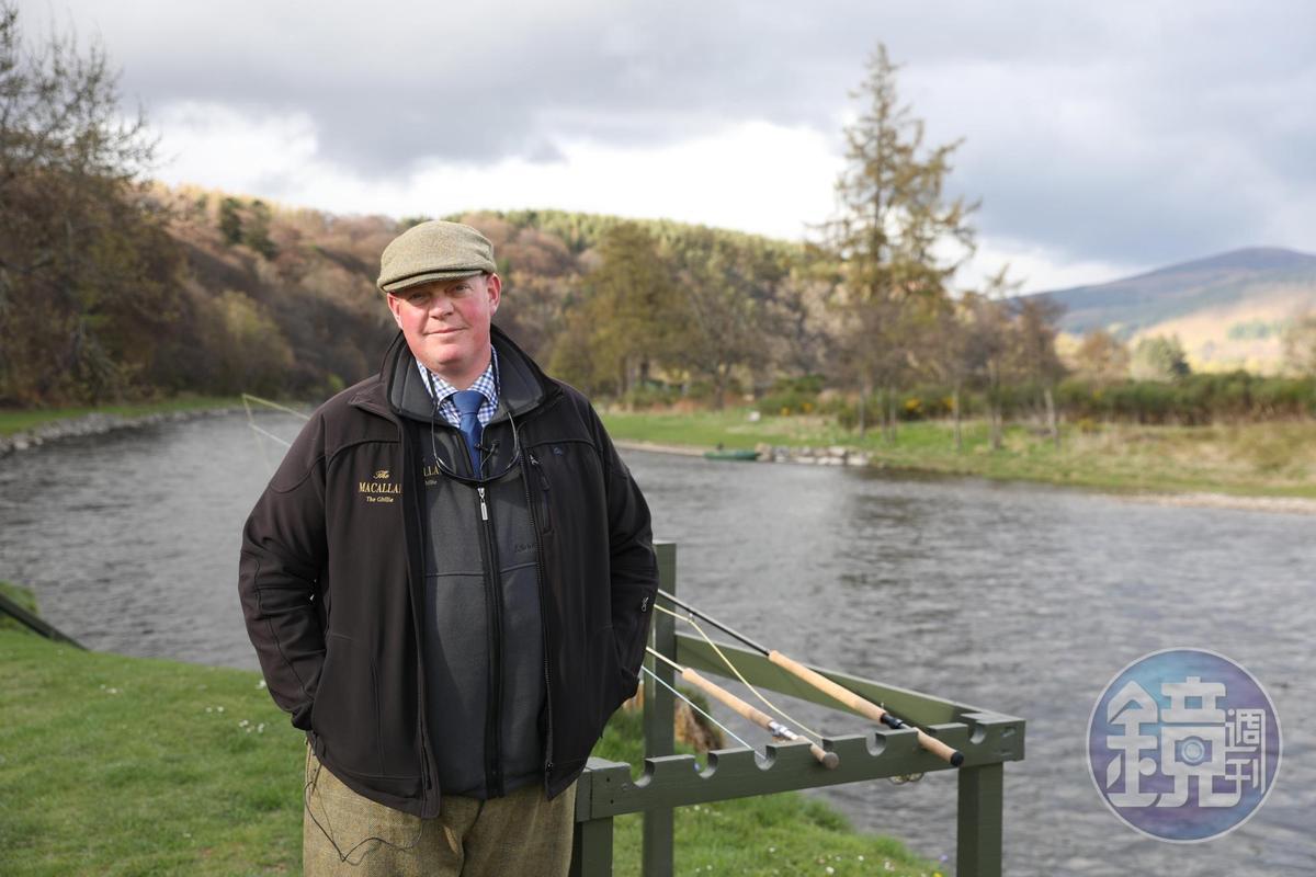 Robert說自己25年來只做過一份工作,就是稱為「Ghillie」的河岸管理員。