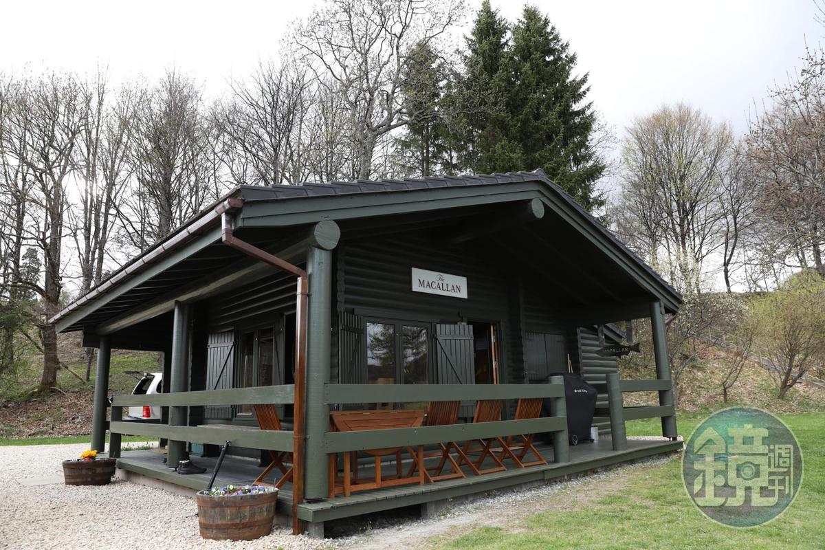 外觀樸素的麥卡倫釣魚小屋,是蘇格蘭釣魚文化的代表。