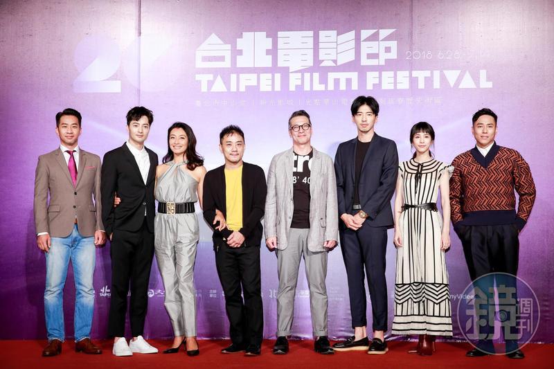 黃健瑋(左起)、古斌、王秀峰、導演蕭雅全、黃仲崑、傅孟柏、溫貞菱、莊凱勳,出席台北電影節開幕片《范保德》亞洲首映活動。