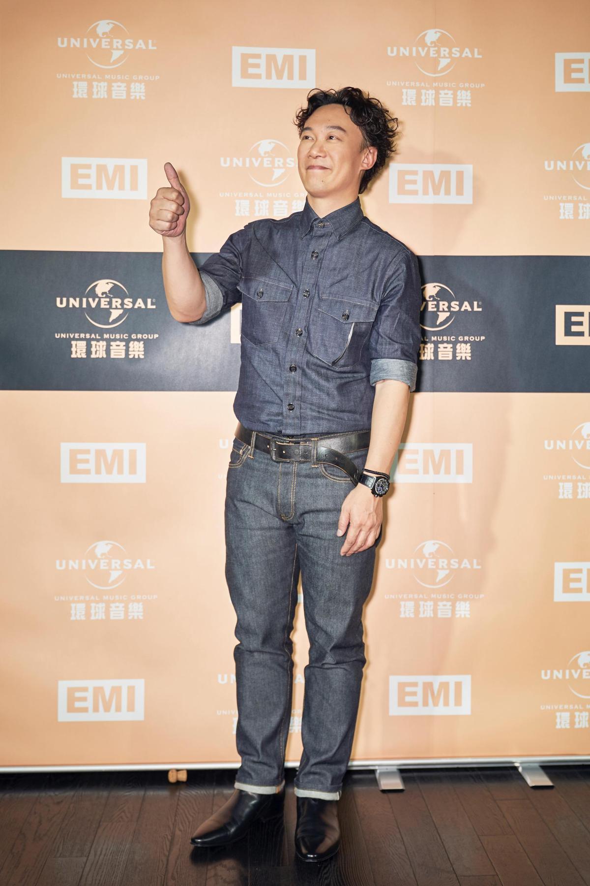 陳奕迅拿下本屆金曲歌王三度登峰,再推好久不見的粵語新歌,讓歌迷非常振奮。(環球EMI提供)