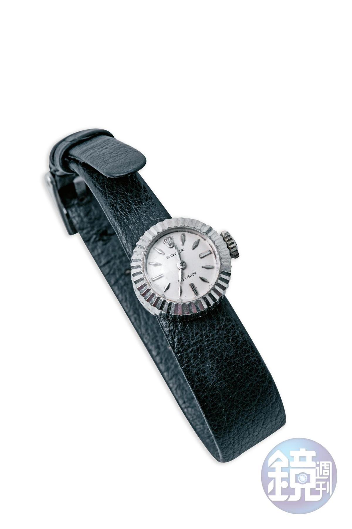 ROLEX古董錶,約NT$65,000。