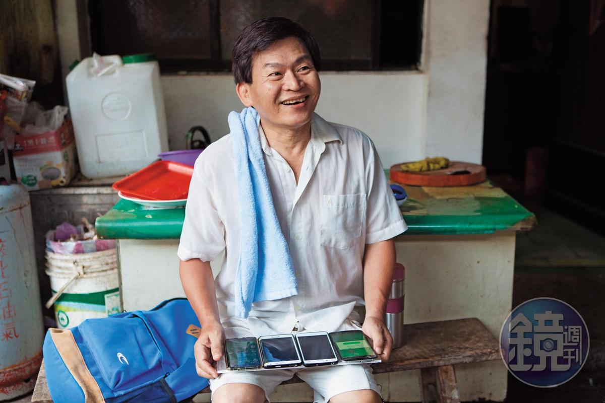 62歲的蔡天亮在台北做代書,笑說遊戲讓他有了出門走路的動力。