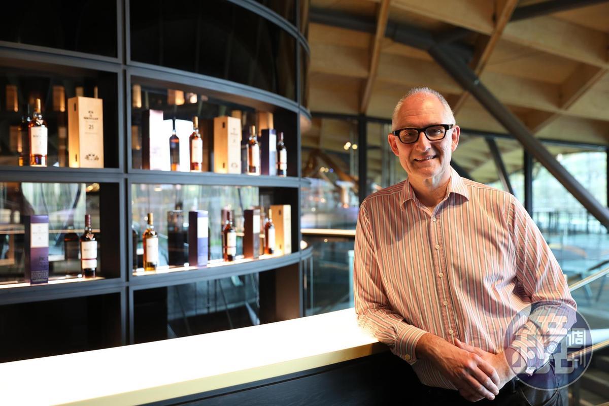 麥卡倫全球創意總監Ken Grier站在VIP品飲室前自豪地說,這裡可以嘗到各種限量酒款。