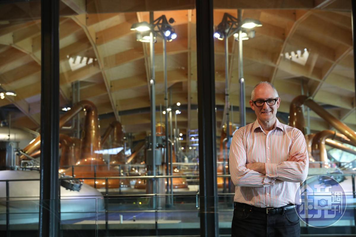 創意總監Ken Grier身後便是以玻璃分隔的蒸餾間。