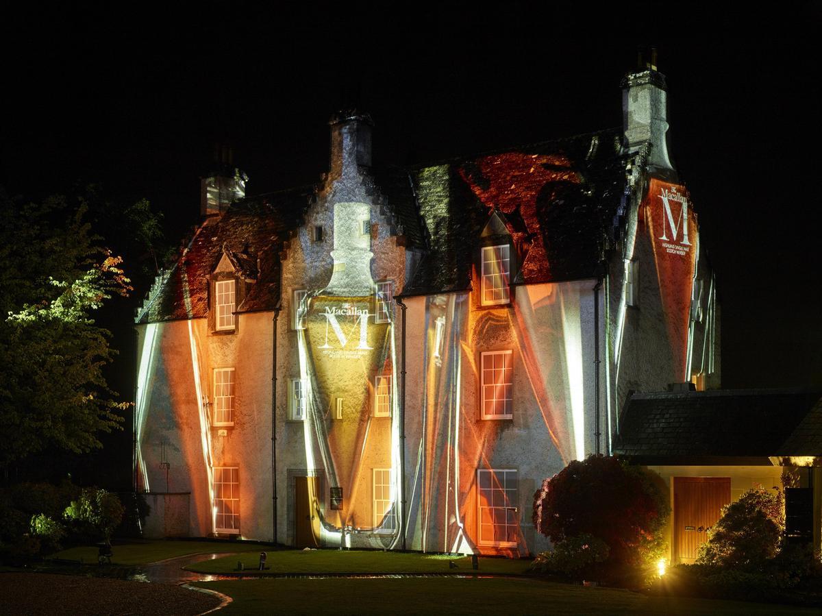 結合三位大師精湛工藝的M系列,也展現在麥卡倫精神莊園East Elchies House的投影上。(台灣愛丁頓寰盛提供)