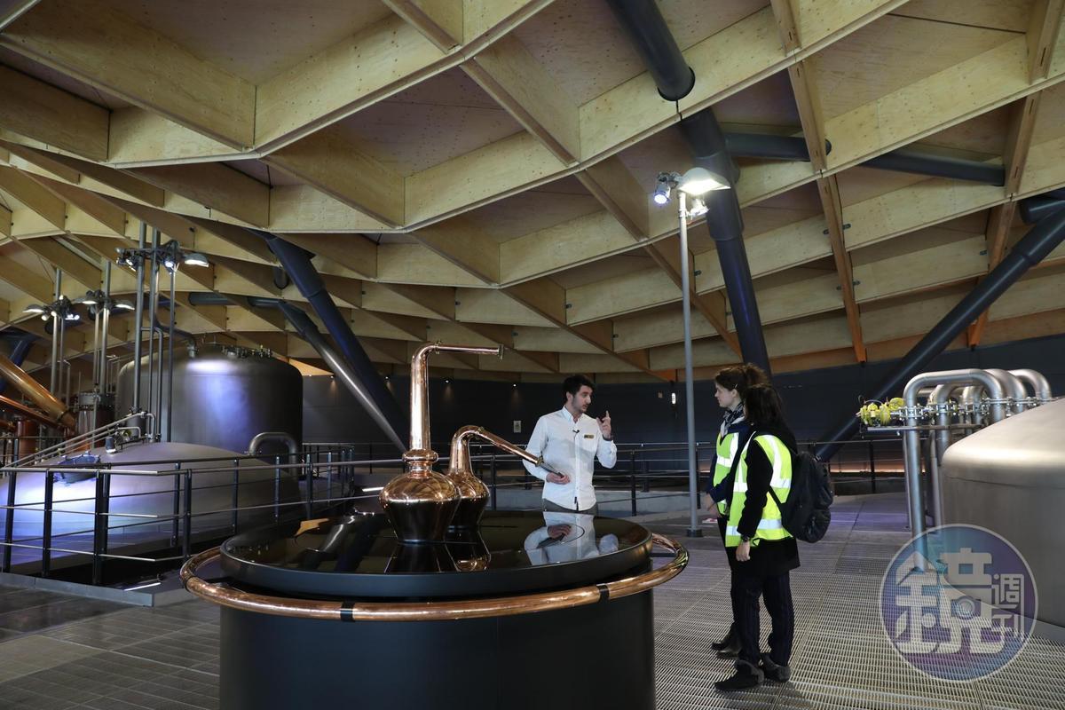 麥卡倫以使用斯貝賽產區最精緻小巧的蒸餾器著稱,在這裡是動態展現。