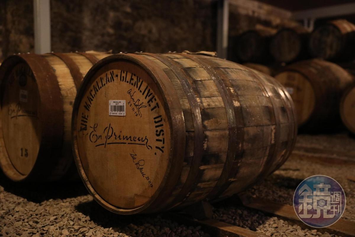 舊酒廠裡仍有無數桶珍釀。