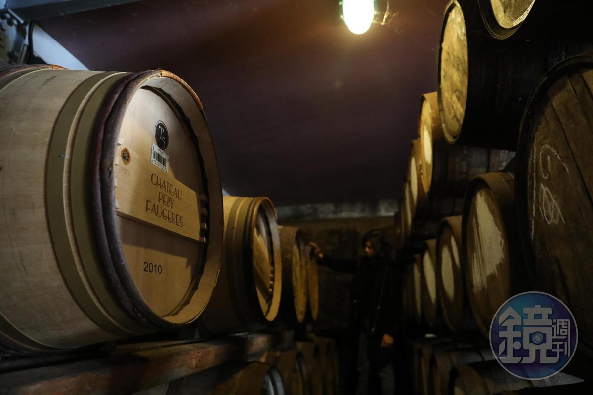 倉庫內偶爾可見麥卡倫罕見的紅酒桶。