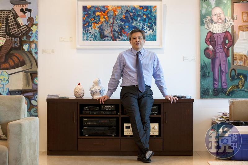 梅健華與夫人陳舲舲都喜好文學與藝術,兩人曾合拍短片介紹官邸中多幅現代畫。