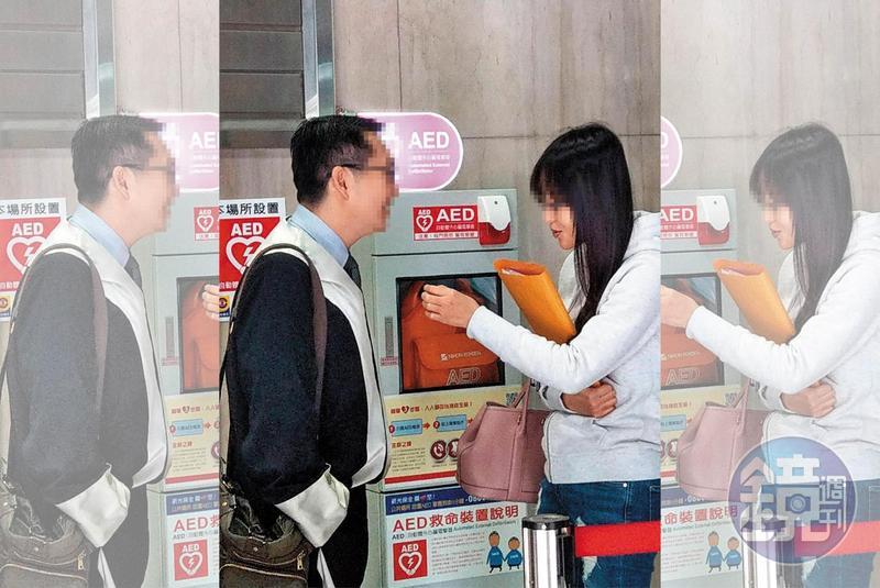 43歲的酒店女小婷(右)遭香港富商控告詐欺,在律師陪同下出庭,素顏打扮,很難看出擁有36E傲人身材。
