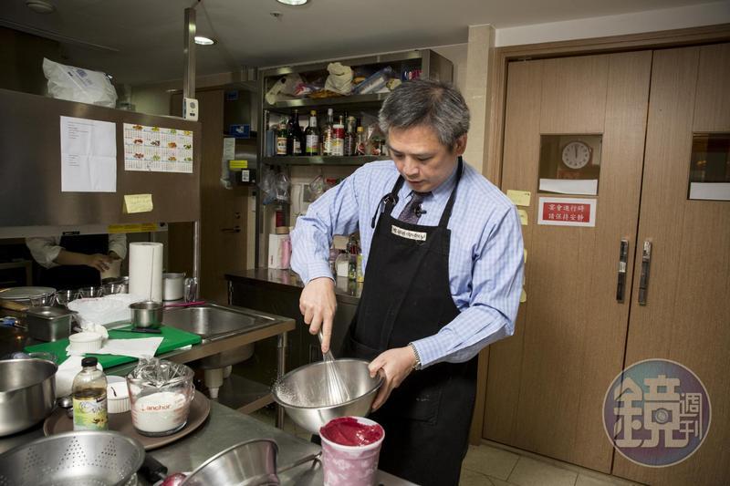 梅健華說自己從前頗愛做菜,但來台後鮮少下廚了,如今廚房設備中最常用的是10年前妻子送他的冰淇淋機。