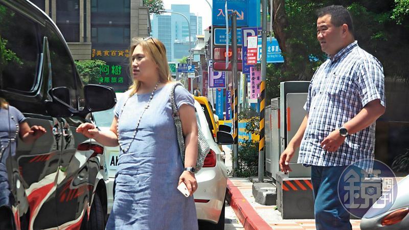 陳珮雯與趙士強一同步出公司,走過離婚陰霾的陳珮雯,氣色紅潤、略顯豐腴。