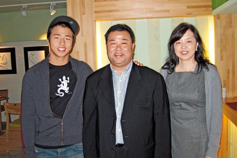 今年是趙士強與前空姐老婆伍永文結婚第20年,獨子趙毅則在美國讀書。(中央社)