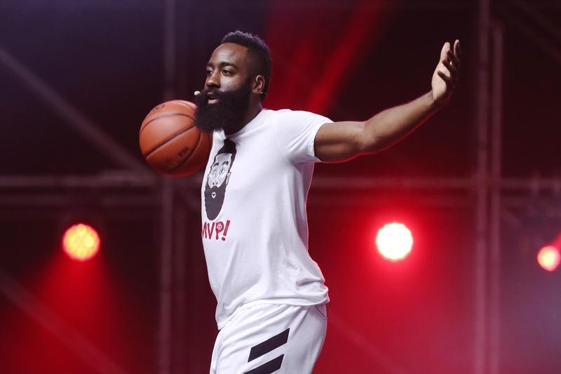 哈登將現身《綜藝玩很大》,與主持人吳宗憲和KID,進行趣味籃球賽。(東方IC)