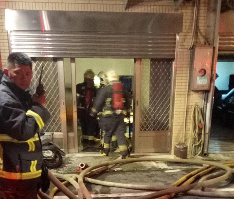 三峽民宅起火,37歲董姓女子不幸命喪火窟。(翻攝畫面)