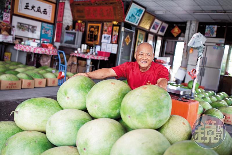 西瓜許老闆許東水賣西瓜51年,但因只賣第1期特選西瓜,有時1年甚至只賣1個月。