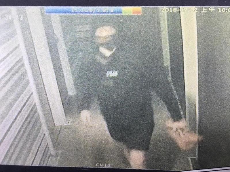 黃姓嫌犯還刻意變裝犯案,避免遭泰女認出。(翻攝畫面)