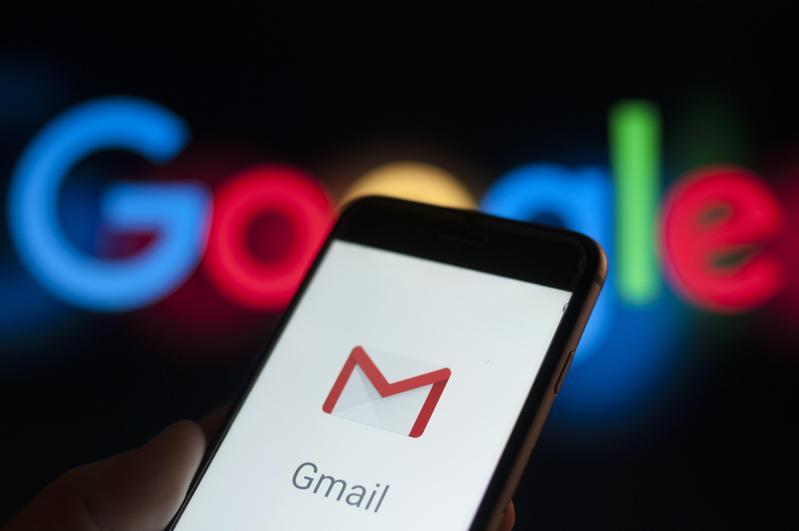 Google公司近日也被踢爆,gmail用戶信箱被第三方應用程式開發商看光光。(東方IC)