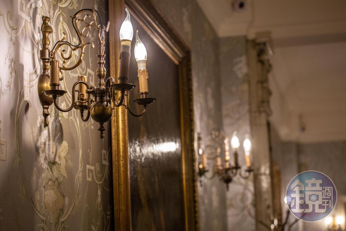 歐洲二手燭台變身為具有氣氛的燈具。