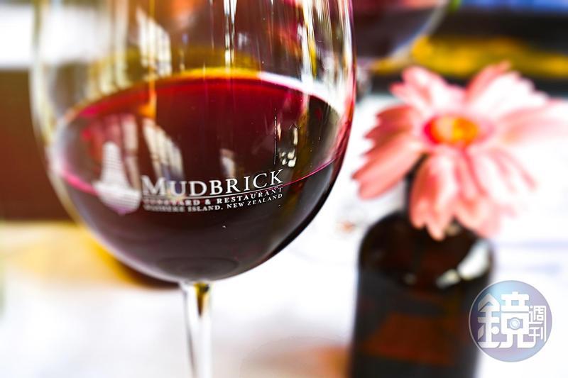 Waiheke Island除了風景美如仙境,島上生產的葡萄酒更是享譽國際。
