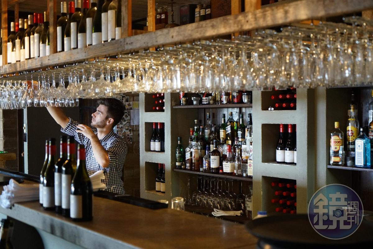 餐廳內的酒是用自家種植的葡萄釀造。