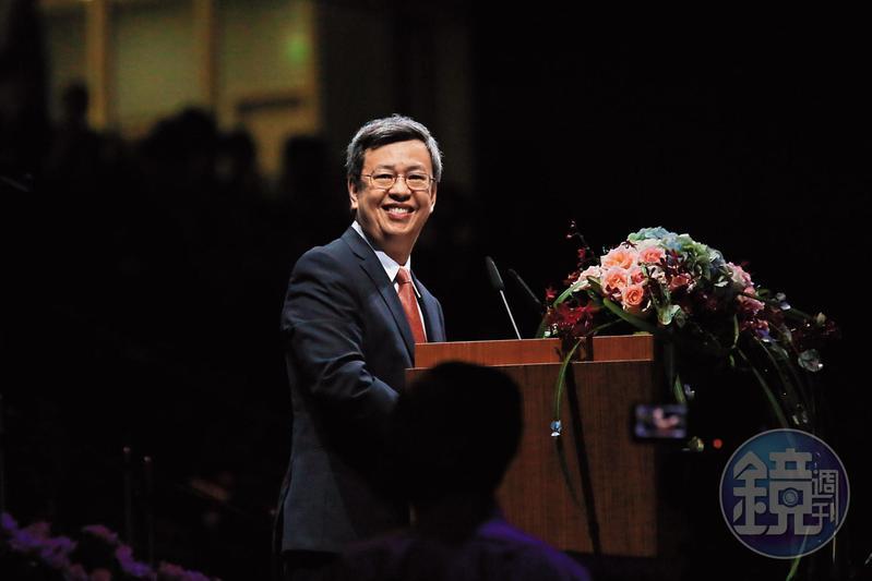 陳建仁是行憲後,首位以無黨籍出任的副總統,他同時也第一位信仰天主教的副總統。