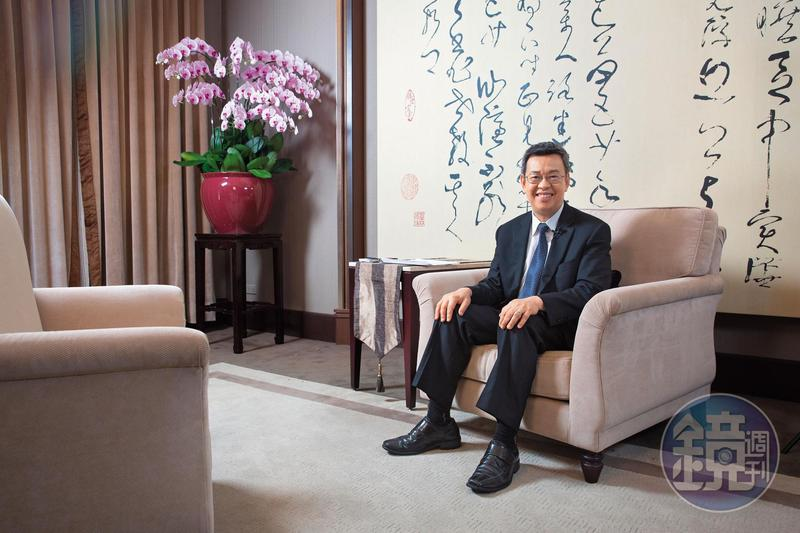 總統府的椅子為李登輝時代所製造,做得深,陳建仁笑言並不好坐。