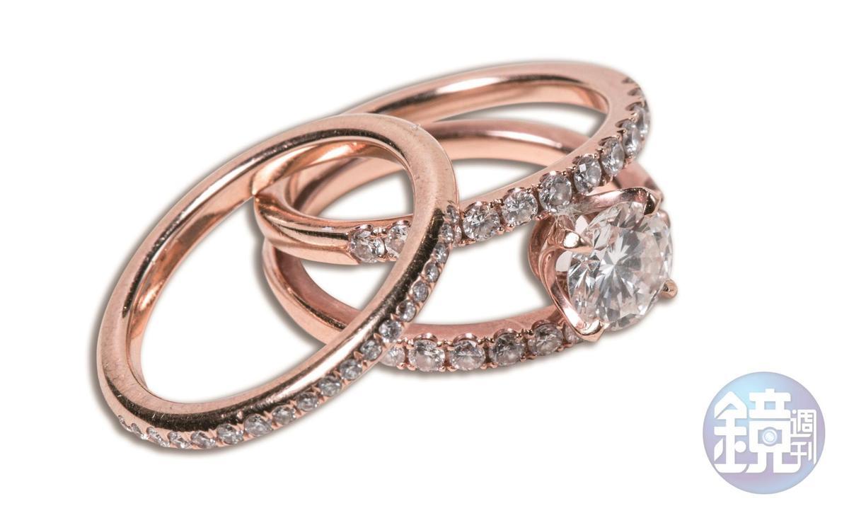 鑽戒是用婆婆留下的戒指改的,原戒指的一顆鑽石都沒有少。