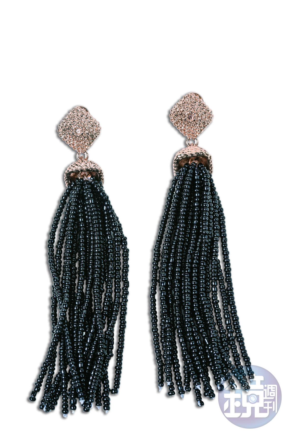 美國買的珠飾長耳環,約NT$3,000。