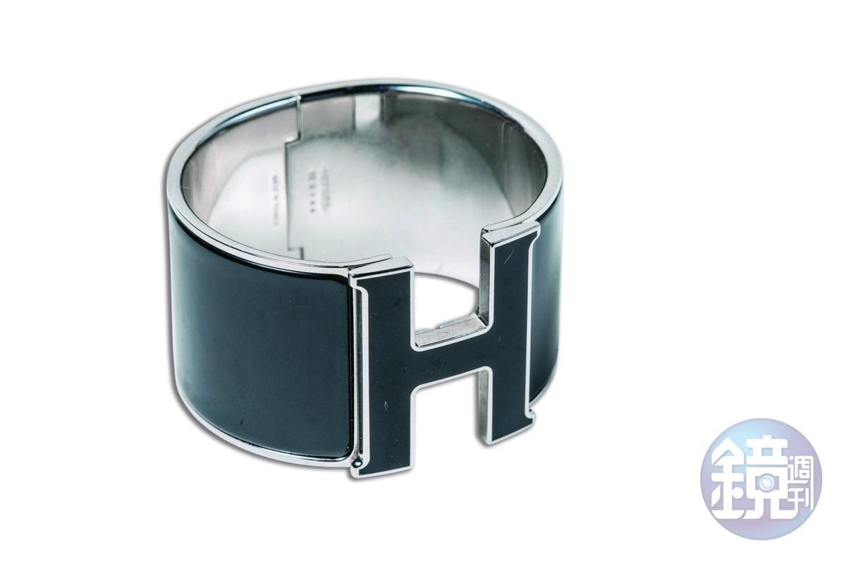 HERMÈS H CLIC logo手環,約NT$32,000。