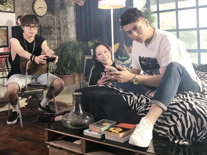 凱開與YUYU成立新組合「胡鬧一番」,已經推出了多首單曲。(上行娛樂提供)