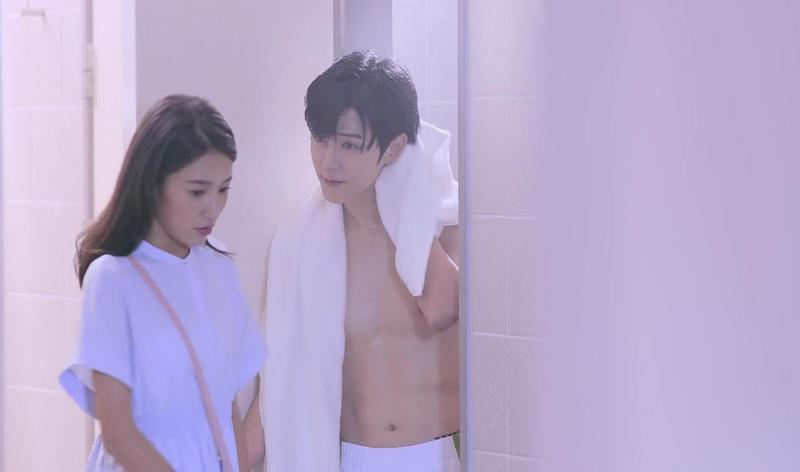 Bii畢書盡在廣告中裸上半身撩妹,尺度大開。(NARUKO提供)