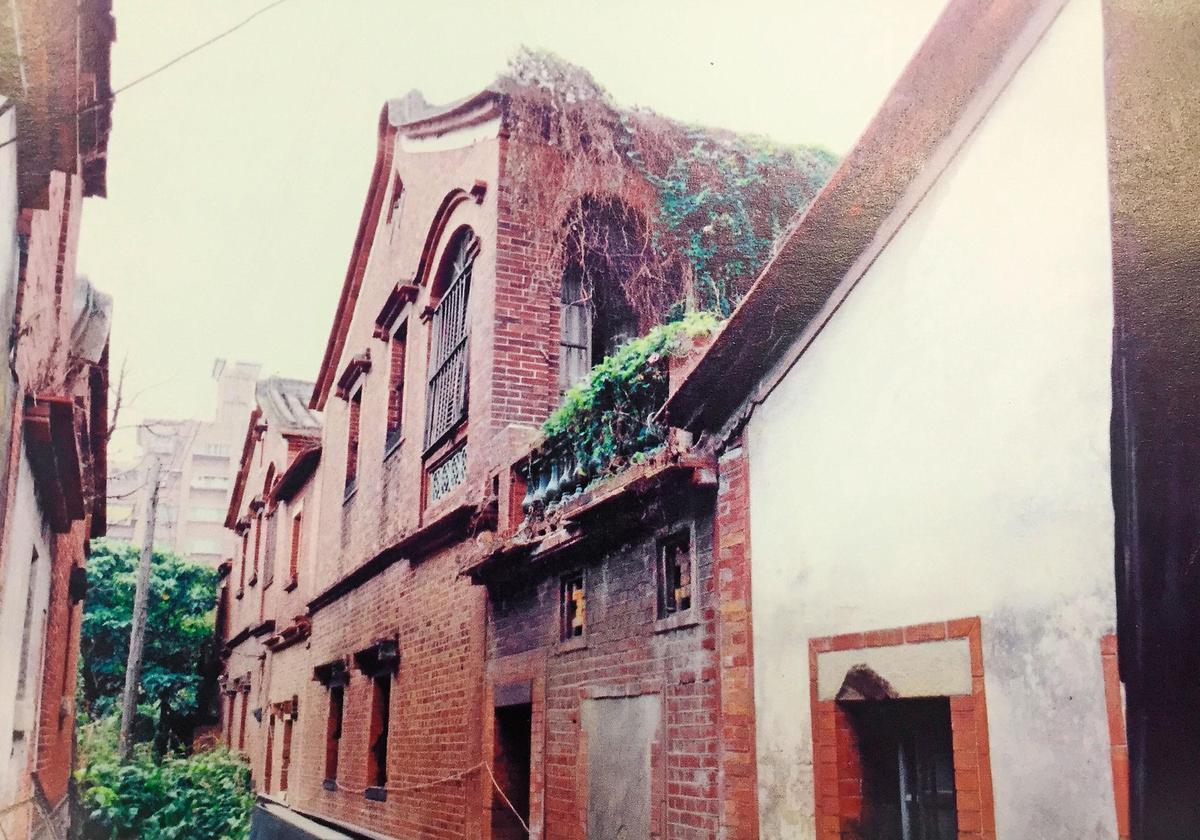 秀才厝以磚砌洋樓著稱,是當時蘆洲最高建築。(翻攝《重回秀才厝》)