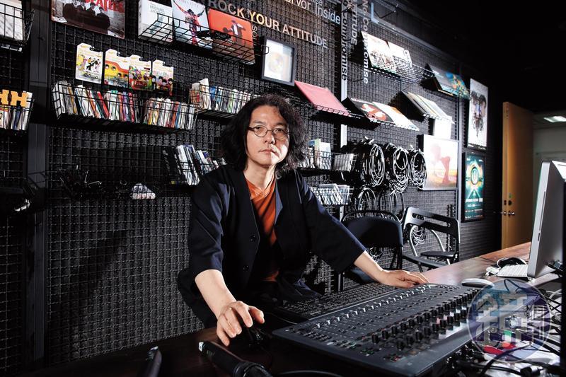 岩井俊二集編導、小說家、攝影師、配樂家、詞曲作家等身分於一身。
