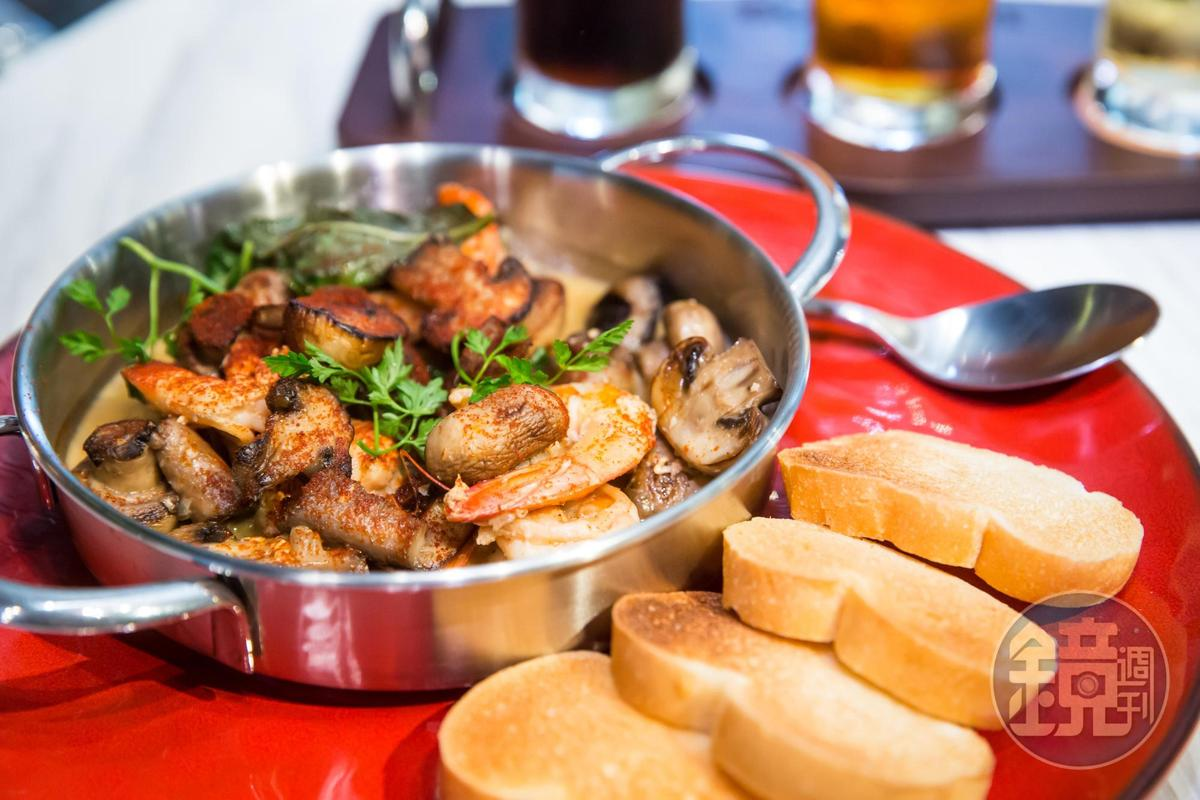 柏克金啤酒也能入菜,蘑菇啤酒蝦使用金車養殖白蝦,發揮集團綜效。(450元/份)