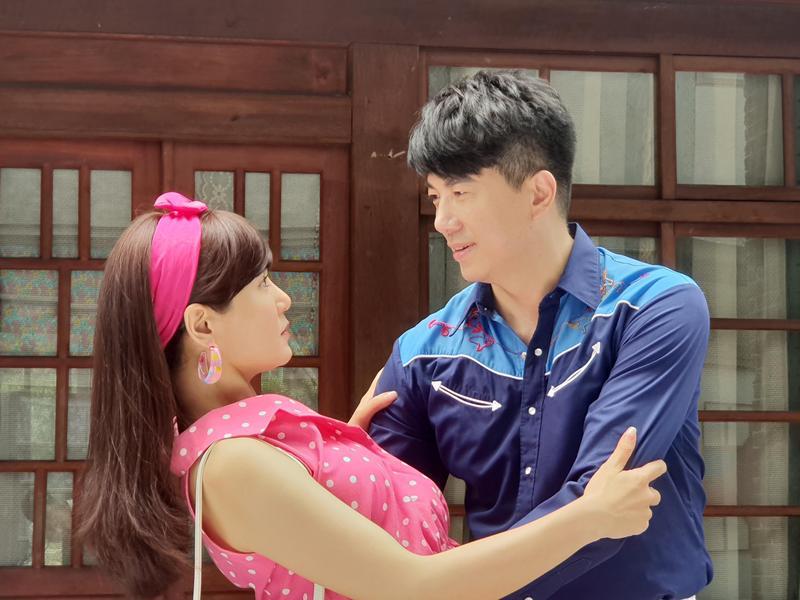吳皓昇在民視八點檔《大時代》演出大少爺,與邱琦雯有不少親密戲。(民視提供)