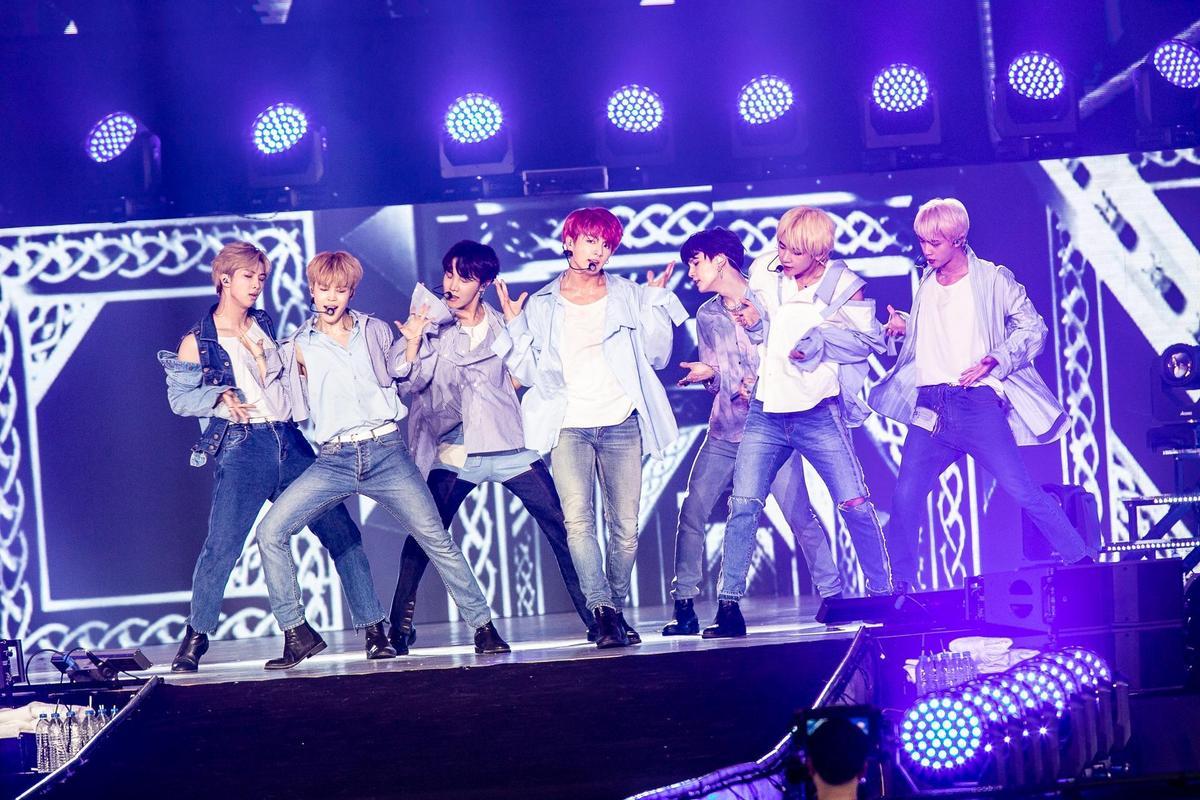 BTS防彈少年團老么Jung Kook腹肌二次放送,讓粉絲尖叫翻天。(就是現場 JUSTLIVE提供)