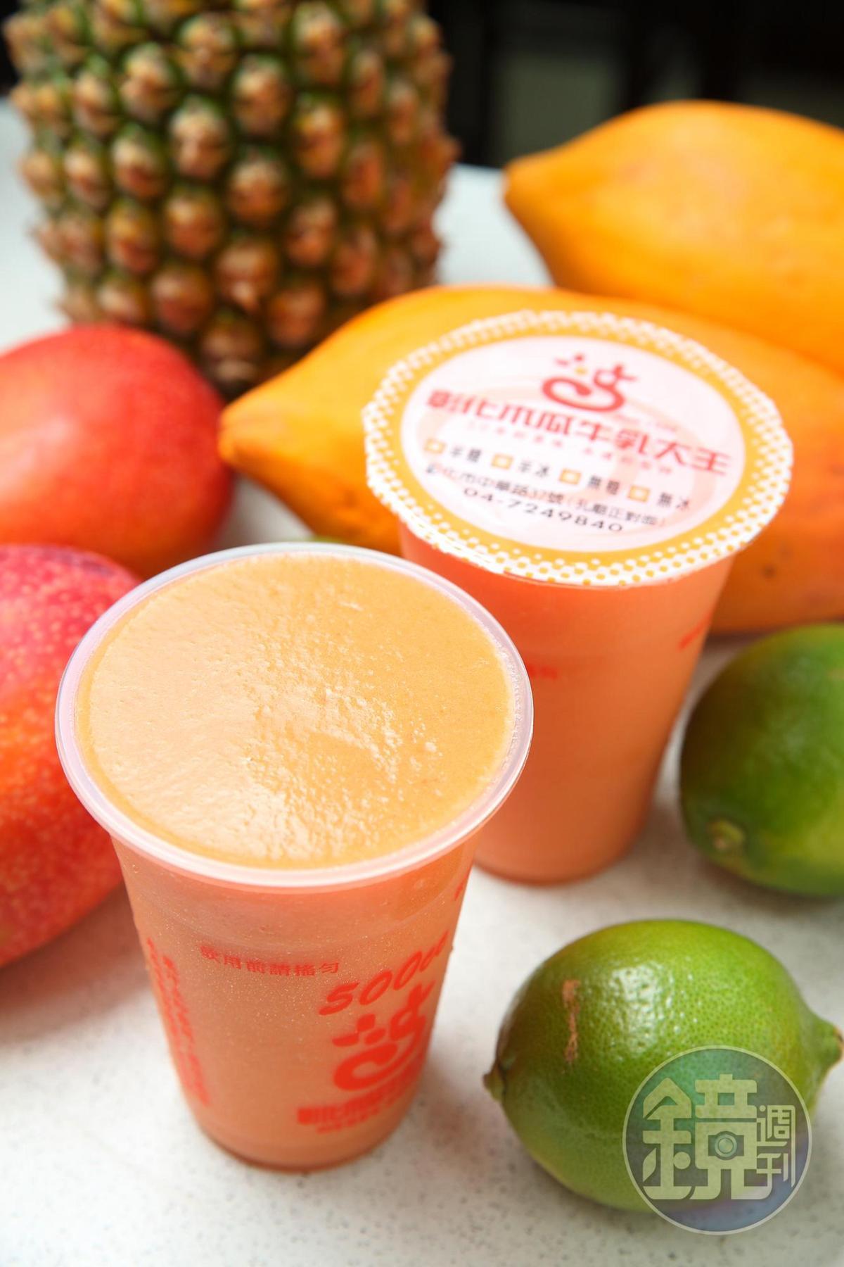 綜合果汁比木瓜牛乳更早開賣,獨家配方,固定選用五種水果。
