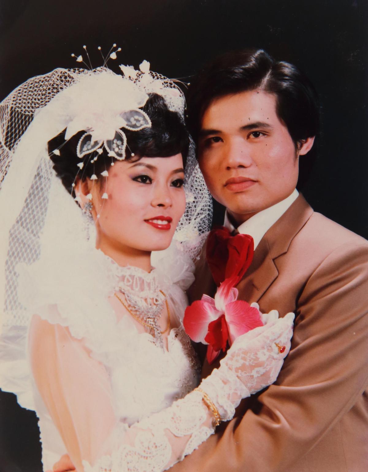 盧信彰(右)與太太林秀丹(左)的姻緣,由太太的阿姨牽成。(盧信彰提供)