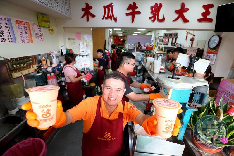 彰化木瓜牛乳大王的木瓜牛乳,是店內指名度最高的飲品。