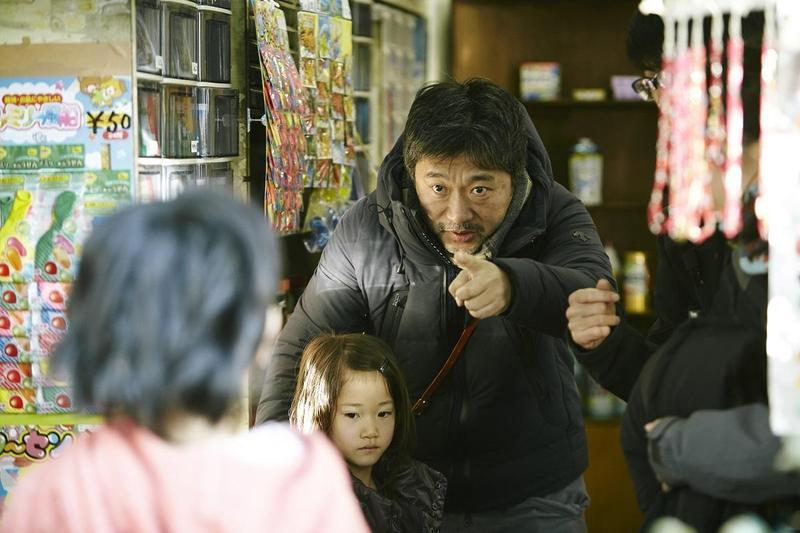 是枝裕和(右)執導的《小偷家族》,再下一城拿下德國慕尼黑影展最大獎「阿萊歐司朗獎」。(采昌國際多媒體提供)